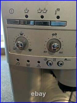 DeLonghi Esam3300 Magnifica Super Automatic Espresso/coffee maker. Excellent